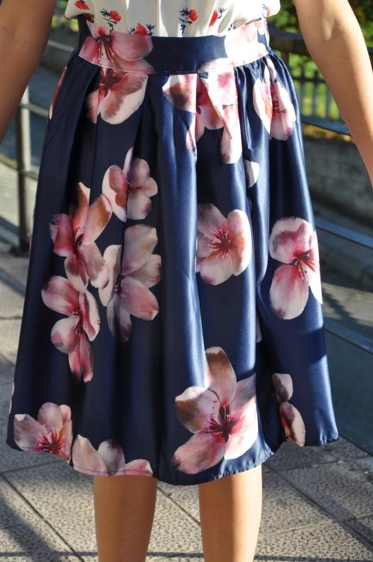 Falda flores moradas