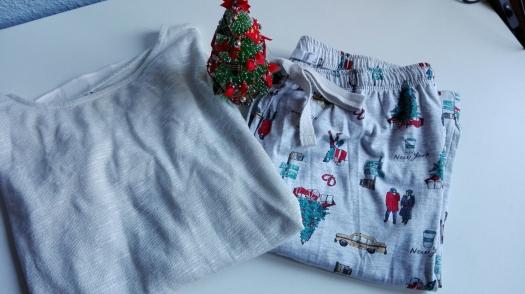 Pijama y blusa